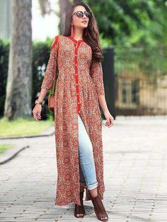 Front Slit Kurti With Jeans Salwar Designs, Kurta Designs Women, Kurti Designs Party Wear, Blouse Designs, Printed Kurti Designs, Designer Kurtis, Designer Dresses, Pakistani Dresses, Indian Dresses