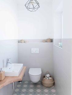 Bad Stylische Toilette im Naturlook - Bilder und mehr Bäder >> How to Budget for Home Improvements H Small Toilet Room, Guest Toilet, Downstairs Toilet, Ikea Bathroom, Bathroom Interior, Small Bathroom, Master Bathroom, Bathroom Toilets, Wc Decoration