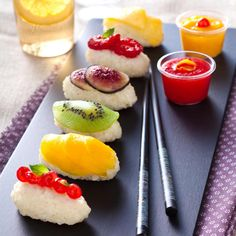 Eat Stop Eat To Loss Weight - Sushis de fruits - In Just One Day This Simple Strategy Frees You From Complicated Diet Rules - And Eliminates Rebound Weight Gain Sushi Recipes, Dessert Recipes, Fruit Recipes, Fruit Sushi, Sushi Dessert, Sushi Sushi, Sushi Party, Good Food, Yummy Food