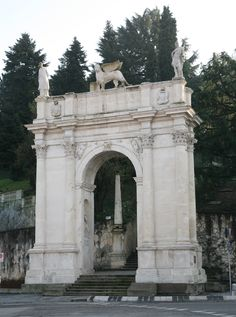 Arco delle Scalette (Vicenza): my first home was just down via margherita from the arco.