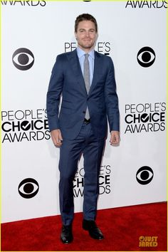 Stephen Amell: Presenter at People's Choice Awards 2014! | stephen amell presenter at peoples choice awards 2014 01 - Photo