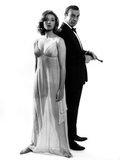 Daniela Bianchi, Sean Connery / publicity still for Terence Young's From Russia with Love (1963)