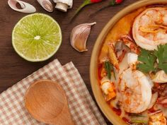 Cari de crevettes Salut Bonjour Tva, Chinese Food, Chinese Recipes, Thai Red Curry, Shrimp, Seafood, Cheese, Ethnic Recipes, Deco