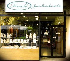 Esté es Femalé, una joyeria. Se vende muchas joyas para mujeres y hombres.