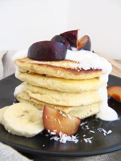 KLICKE HIER FÜR DAS EINFACHSTE PANCAKES REZEPT: Frühstücksidee: Fluffige und einfache Pancakes am Wochenende   mimiloves  Am Wochenende schnell und einfach fluffige und leckere Pancakes zaubern? Mit diesem Rezept geht das kinderleicht und du bekommst die flaumigsten Pancakes! Pancakes, Breakfast, Beauty, Food, Easy Recipes, Healthy Food Recipes, Clean Foods, Health, Decorations