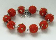 """Il braccialetto """"Piselli"""", colore arancione."""