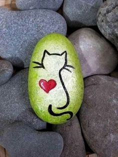 47 Creative DIY Painted Rocks Animals Cats for Summer Ideas Pebble Painting, Pebble Art, Stone Painting, Diy Painting, Interior Painting, Painted Rock Animals, Painted Rocks Craft, Hand Painted Rocks, Paint On Rocks
