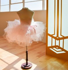 So you want to learn how to make a tutu? Well life just got a little easier for you, because we know a way to make your very own homemade DIY tutu in less than 30 minutes, with no sewing req… Diy Jupe Tutu, Tutu Diy, Diy Tutu Skirt, No Sew Tutu, Tulle Tutu, Pink Tutu, Homemade Tutu, Homemade Crafts, Couture Disney