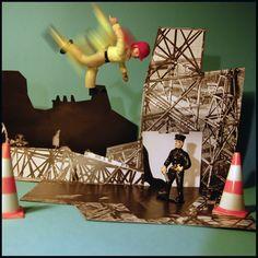 Buzz de Phosphore : Dans le n° de Mars 2013. Un voleur qui tentait de fuir, a sauté par dessus un mur et a rebondi malencontreusement sur un trampoline. Résultat : il a été cueilli directement par les flics... BON pour la case prison !