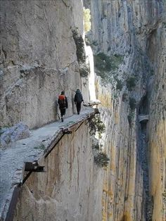El Chorro, Spain One of the most dangerous paths in the world Places To Travel, Places To See, Scary Places, Places Around The World, Around The Worlds, Photos Voyages, Spain Travel, Poland Travel, China Travel