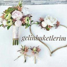 Harika bir set yapay gelin buketi yaka çiçegi ve gelin tacı Sipariş için 05453768273den ulaşabilirsiniz www.gelinbuketleri.com