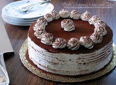 La Torta Tiramisu' è golosissima e deliziosa, sorprendentemente soffice e composta da stati di morbido pan di Spagna e crema la mascarpone, caffè e rum
