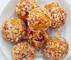 Morotsbollar med mandel, kardemumma och citron | Recept ICA.se Healthy Sweets, Healthy Baking, Healthy Snacks, Raw Food Recipes, New Recipes, Healthy Recipes, Energy Bites, So Little Time, Tapas