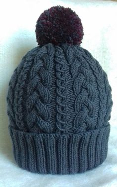 Cabled beanie knitting project by Mirka Beanie Knitting Patterns Free, Beginner Knitting Patterns, Small Knitting Projects, Chunky Knitting Patterns, Beanie Pattern, Hand Knitting, Knitting Yarn, Cable Knit Hat, Knit Or Crochet