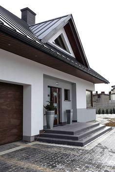 Modern houses by mtm styl design office - domywstylu.pl modern- Modern houses by biuro projektów mtm styl – domywstylu.pl modern modern Houses by Biuro Projektów MTM Styl – domywstylu. Bungalow Haus Design, Modern Bungalow House, Modern House Design, House Paint Exterior, Dream House Exterior, Exterior Design, Home Building Design, Home Design Plans, Building A House
