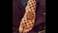 #hennameaning #naturalhenna Foot henna l Modern mehendi designs for foot/ legs