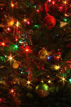 Christmas lights and baubles Merry Christmas To All, Christmas Scenes, Christmas Mood, Beautiful Christmas, Vintage Christmas Lights, Christmas Colors, Christmas Aesthetic, Christmas Wallpaper, Christmas Background