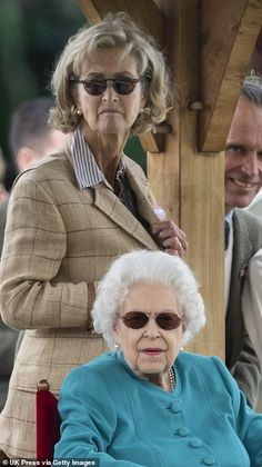 Queen looks delighted in teal as she enjoys day one of the Royal Windsor Horse Show | Daily Mail Online Penny Picture, Diana Statue, Admiral Of The Fleet, Royal Monarchy, Green Pleated Skirt, English Monarchs, Queen Pictures, Royal Life, Queen Elizabeth Ii