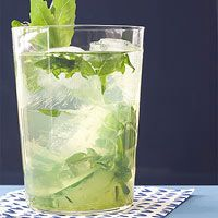 Cucumber-Basil Smash: Mash 2 cucumber slices, 5 basil leaves in a tall glass.Fill with ice and top with 3 oz vodka and 2 oz limoncello Basil Cocktail, Vodka Cocktails, Cocktail Drinks, Cocktail Recipes, Summer Drinks, Fun Drinks, Alcoholic Drinks, Beverages, Recipes