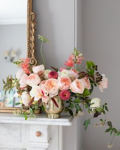 A beautiful urn of autumnal colours of Juliet (Ausjameson) and some earthy friends. Brighten up your home with these cheery colours and enhjoy the beauty of a David Austin rose.