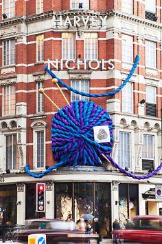 yarn bombed yarn shop, how meta. Retailer Harvey Nichols celebrates wool with a giant yarn installation Knit Art, Crochet Art, Crochet Patterns, Harvey Nichols, Knitting Humor, Knitting Yarn, Guerilla Knitting, Yarn Store, Yarn Bombing