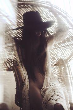╰☆╮Boho chic bohemian boho style hippy hippie chic bohème vibe gypsy fashion indie folk the . Hippie Style, Gypsy Style, Boho Gypsy, Hippie Chic, Bohemian Style, Boho Chic, Shooting Photo Boudoir, Boudoir Photos, Boudoir Photography