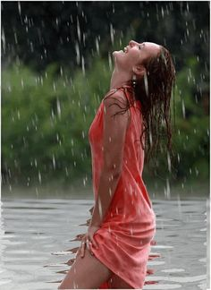 Cinemagraph, photos, videos, photoshop is my passion! Rain Photography, Girl Photography Poses, Rain Pictures, I Love Rain, Music Aesthetic, Dancing In The Rain, Animation, Lady In Red, Photoshoot
