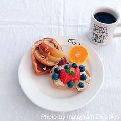 最後に、おやつタイムのごちそうトースト。フルーツやクリームで乙女心をくすぐるトーストが出来上がります。
