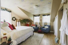 My Cheerfully Made Guest Room Makeover - #LeonsHelloHoliday
