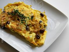 OMLETA CU CEAPA SI MASLINE - Rețete Fel de Fel Quiche, Food And Drink, Breakfast, Salads, Morning Coffee, Quiches, Morning Breakfast