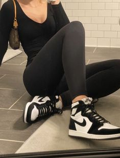 oliviabonnet - Best Women's and Men's Streetwear Fashion Ideas, Combines, Tips Dr Shoes, Nike Air Shoes, Hype Shoes, Me Too Shoes, Mode Outfits, Retro Outfits, Trendy Outfits, Outfits With Jordans, Fall Outfits