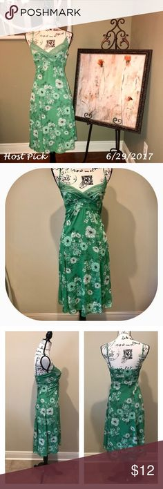 🎉Host Pick🎉 H&M Dress Size 4 H&M Knee Length Dress.  Side zipper and adjustable straps.  In great pre-owned condition. H&M Dresses