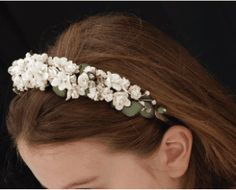 First Holy Communion Alice Band - Crystal - Artificial Soft White Flowers and clear Beads and Diamontes Hair Band for Girls Floral Headpiece, Headpiece Wedding, Floral Hair, Floral Crown, Communion Hairstyles, Hair Band For Girl, Alice Band, Communion Dresses, First Holy Communion