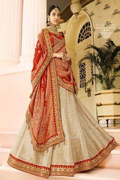 New Ideas Latest Bridal Lehenga Red Indian Fashion Latest Bridal Lehenga, Indian Wedding Lehenga, Designer Bridal Lehenga, Gujarati Wedding, Indian Bridal Outfits, Indian Bridal Fashion, Indian Dresses, Eid Dresses, Ghagra Choli