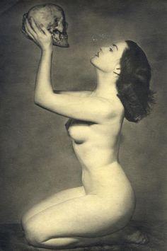 Eros et Thanatos - Opus 6 Vanitas, Memento Mori, Matt Hardy, Psychobilly, Portraits, Vintage Girls, Skull Art, Vintage Pictures, Art Pictures
