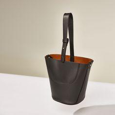 Saco pequeno pele (preto): ZARA STUDIO (119€)