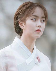 Kim so Hyun Korean Actresses, Korean Actors, Korean Beauty, Asian Beauty, Kim So Hyun Fashion, Petty Girl, Hyun Ji, Kim Sohyun, Kim Yoo Jung