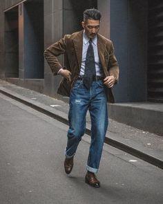 "Men's Online Magazine on Instagram: ""Simple but elegant 👌🏻 #meninthecity"" Hipster Man, Men Online, Streetwear, Bomber Jacket, Trousers, Street Style, Mens Fashion, Blazer, Elegant"