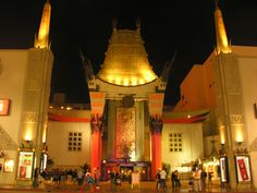 Super famous for red carpet movie premieres is Grauman's Chinese Theater in #Hollywood.