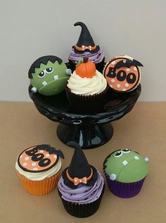 Halloween Cupcakes Halloween Desserts, Halloween Cupcakes, Bolo Halloween, Spooky Halloween, Halloween Treats For Kids, Holiday Cupcakes, Halloween Items, Buttercream Cupcakes, Fondant Cupcake Toppers