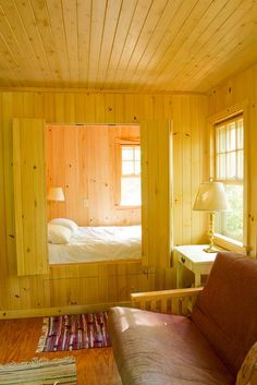 Sleeping nook ... ha ha, you could have those doors shut, have a visitor and say well, I'm going to bed now!, and they would never have realized that was a room