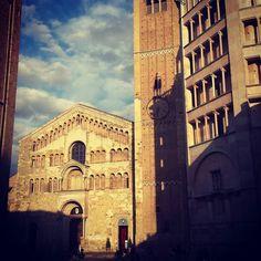 #Parma #Cathedral and #Baptistery #medieval #romanesque #art #architecture #italianplaces #beniculturali #beautifulplaces #beautiful #turismoer #vivoemiliaromagna #vivoparma #loves_parma #visitparma #top_italia_photo #volgoparma #volgoemiliaromagna #tourguide #tourdriver #guidedtours #ig_parma #ig_emilia_romagna by giulia_tourguide