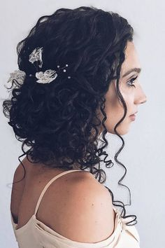 Stunning Wedding Hairstyles for Naturally Curly Hair Wedding Hairstyles for Curly Haired Beauties_Loose Updo Hair Cute, Short Hair Styles, Natural Hair Styles, Loose Updo, Loose Curls, Long Curly Hair, Wedding Hairstyles For Curly Hair, Curly Hair Styles Wedding, Curly Girl