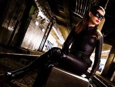 How to make your own sexy Catwoman costume from Batman: The Dark Knight Rises as portrayed by Anne Hathaway. Great for fancy dress and halloween Dark Knight Rises Catwoman, The Dark Knight Rises, Batman The Dark Knight, Old Actress, American Actress, Anne Jacqueline Hathaway, Anne Hathaway Catwoman, Top Celebrities, Kate Winslet