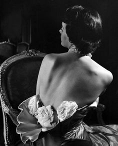 LIFE 1949 Photo by Nina Leen - Can you even imagine wearing this????  Oh my!