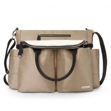 Champagne Chelsea Downtown Chic Diaper Satchel by Skip Hop From runway to running around in style. The Chelsea is runway inspired and has insulated side pocket Chic Diaper Bag, Baby Diaper Bags, Diaper Bag Backpack, Nappy Bags, Chelsea, Champagne, Baby Necessities, Wholesale Bags, Hospital Bag