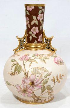Pintado a mano jarrón de porcelana de Austria, c. 1.880.