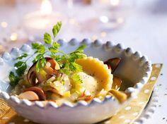 Découvrez la recette Raviole de foie gras en bouillon de cèpes sur cuisineactuelle.fr.