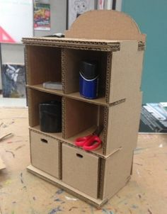 cardboard shelves and drawers, diy cardboard, blue wall in the background, scissors and tools on the Diy Furniture Nightstand, Diy Cardboard Furniture, Retro Furniture, Plywood Furniture, Furniture Ideas, Furniture Design, Furniture Outlet, Cardboard Playhouse, Cardboard Crafts