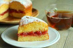 今日のおやつは、ヴィクトリアサンドイッチケーキ。 Bread Cake, Cornbread, Vanilla Cake, Bread Recipes, Cheesecake, Deserts, Food And Drink, Sweets, Homemade
